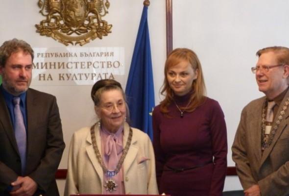 По предложение на Поли Карастоянова наградиха проф. Благовеста Карнобатлова